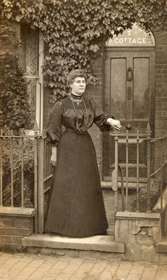Victorian or Edwardian black and white photo of lady outside her ivy clad terrac. Victorian or Edwardian black and white photo of lady outside her ivy clad terrace house and railing Antique Photos, Vintage Pictures, Old Pictures, Old Photos, Edwardian House, Edwardian Era, Edwardian Fashion, Victorian Era, Victorian Gardens