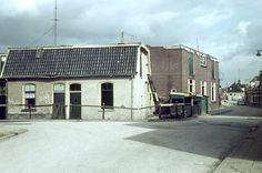 Poulinkstraat hoek Bellavistastraat. Op de achtergrond de spoorwegovergang.