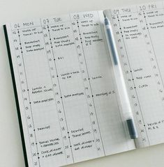 Minimalist bullet journal inspiration that will increase productivity, organization and time management. Embrace the simple life! Planner Bullet Journal, Bullet Journal Notebook, Bullet Journal Spread, Bullet Journal Layout, Bullet Journal Inspiration, Book Journal, Bullet Journals, Bullet Journal Vertical Weekly Spread, Daily Journal