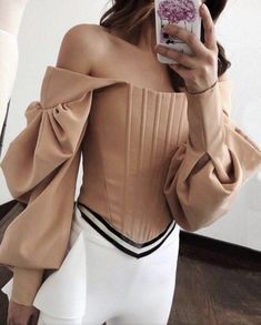 Look Retro, Mode Hijab, Fashion Sewing, Mode Inspiration, Classy Outfits, Pattern Fashion, Blouse Designs, Shirt Blouses, Blouses For Women