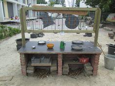 De achterkant van het modderkeukenblok. Nutsschool Maastricht