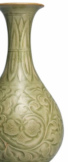 A rare carved Yaozhou pear-shaped vase, Northern Song dynasty (960-1127) detail