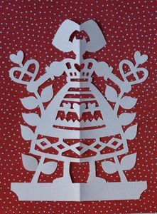 alsacienne rouge Paper Lace, Diy Paper, Paper Crafts, Paper Cutting, Paper Art Design, Origami And Kirigami, Scandinavian Folk Art, Christmas Lanterns, Cross Stitch Samplers