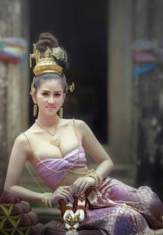 Beautiful Girl Photo, Beautiful Asian Women, Thai Fashion, Thai Dress, Most Handsome Actors, Traditional Dresses, Queen, Indian Beauty, Culture