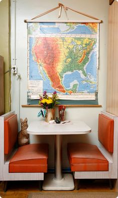 i want a diner booth in my kitchen! perfect for romantic dinners at home! Diner Booth, Dining Nook, Kitchen Banquette, Dining Tables, Wall Maps, Small Dining, Fine Dining, Decoration, Small Spaces