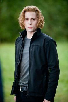 Jackson Rathbone as Jasper Hale Twilight Poster, Twilight Quotes, Twilight Saga Series, Twilight Pictures, Jasper Twilight, Twilight Edward, Twilight Cast, Twilight Movie, Portfolio Fashion