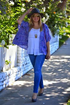 Summer to Fall transitional outfit: Pair a summery kimono with a flowy white top, @solesociety felt panama hat and @oldnavy skinny jeans! I also wore a @marshalls #fabfound berry colored crossbody bag from DVF! (#ootd via @dmcheever)