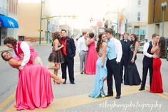 Prom picture ideas prom prom pics cute group senior senior prom blue red pink black road ideas goals couples photography