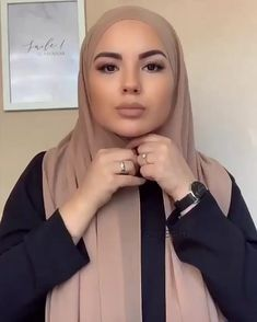 Hijab Wearing Fashion Tutorial - Huda - Famous Last Words Casual Hijab Outfit, Hijab Fashion Casual, Hijab Fashion Summer, Stylish Hijab, Street Hijab Fashion, Hijab Chic, Muslim Fashion, Casual Hijab Styles, Style Hijab Simple