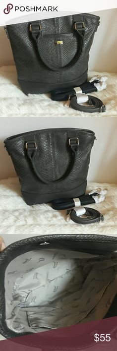 SALE TODAY NWOT Jewell by Thirty One NWOT Gray Jewell by Thirty One Crossover. 12x11. Comes with 2 different Size Straps. Jewell by Thirty One Bags