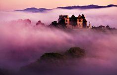 Klasztor w Zagórzu o wschodzie słońca