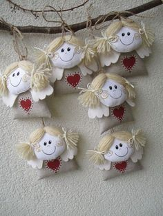 sewing video tutorial for dolls ♥ Doll Crafts, Sewing Crafts, Sewing Projects, Felt Christmas, Christmas Crafts, Christmas Ornaments, Ornaments Design, Felt Ornaments, Hobbies And Crafts