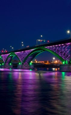 Peace Bridge spanning the Niagara River between Buffalo, New York and Fort Erie, Ontario • photo: Philips