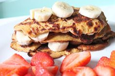 recipe for slimming world syn free pancakes salted caramel flavour stacked up with bananas in between and strawberries on the side Slimming World Tips, Slimming World Recipes Syn Free, Syn Free Pancakes, Low Syn Treats, Easy Cooking, Cooking Recipes, Pancake Day, Pancake Stack, New Flavour