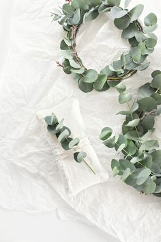 Indoor Gardening Quick, Clean Up, And Pesticide Free - Make Your Own It's A Wrap Mae Gabriel Minimal Christmas, Scandi Christmas, Christmas Makes, Winter Christmas, Christmas Home, Christmas Ideas, Homemade Christmas Wreaths, Homemade Wreaths, Decoration Table