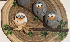 DIY Painting the River Rocks Like a Bird - Unique Balcony & Garden Decoration an., ideen dekoration steine DIY Painting the River Rocks Like a Bird - Unique Balcony & Garden Decoration an. Pebble Painting, Pebble Art, Stone Painting, Diy Painting, Garden Painting, Stone Crafts, Rock Crafts, Diy And Crafts, Arts And Crafts