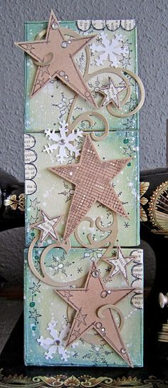 I don´t often repeat a workshop but I´m really glad I repeated this one. a hanging star triptych. these were such fun classes to teach! Christmas Mix, Christmas Crafts, Mixed Media Canvas, Mixed Media Art, Mix Media, Cadre Diy, Home And Deco, Altered Art, Altered Canvas