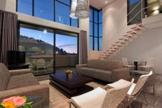 Penthouse La Gorgeous - Located within Cape Town's vibrant city centre, Penthouse La Gorgeous offers a luxurious and elegant stay for both corporate and leisure travellers.This three-story penthouse has two well-appointed bedrooms, .