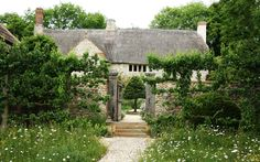 Arne Maynard garden in Devon England - how romantic!