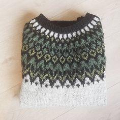 Ravelry: Project Gallery for Riddari pattern by Védís Jónsdóttir Knitting Paterns, Knitting Wool, Fair Isle Knitting, Hand Knitting, Icelandic Sweaters, Pulls, Knit Crochet, Ravelry, Pattern