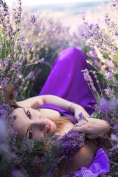 A field of lavender, a purple sea of happiness, peace and joy. Lavender Cottage, Lavender Blue, Lavender Fields, Lavender Flowers, Purple Flowers, Creative Photography, Portrait Photography, Field Engagement Photos, Mode Glamour