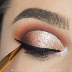 makeup videos Brown eye makeup is always the right makeup choice Makeup Looks For Brown Eyes, Makeup Eye Looks, Eye Makeup Steps, Eye Makeup Art, Simple Eye Makeup, Eyeshadow Makeup, Eyeliner, Makeup Eyes, Brown Eyes Eyeshadow