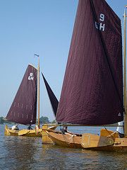 """Saling in an authentic """"zeilpunter"""", part of the area's maritime heritage. Still every summer they participate in a competition and also for rent for public in WaterReijk Weerribben Wieden (WaterReijk.nl/en)"""