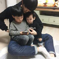 Eu pensando em TaeHyung com nossos filhos!Aiin eu sou uma KTROUXA MERMO KKKKK