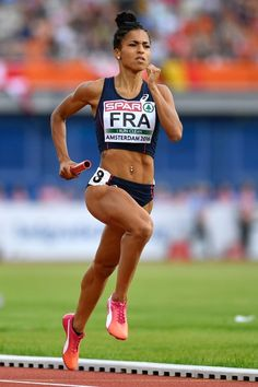 France's Floria Guei competes in the women's 4x400m relay final during the European Athletics Championships at the Olympic Stadium in Amsterdam on July 10, 2016. / AFP / FABRICE COFFRINI