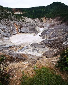 Tangkuban Perahu | Staring into the heart of a volcano. Make… | Flickr