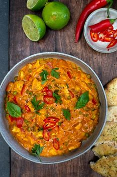 Thaise curry met kipfilet en doperwten - Mind Your Feed - Thaise curry met kipfilet en doperwten - Fall Dinner Recipes, Dinner Recipes Easy Quick, Easy Meals, Low Carb Brasil, Healthy Crockpot Recipes, Asian Recipes, Thai Recipes, Food Dishes, Food Inspiration