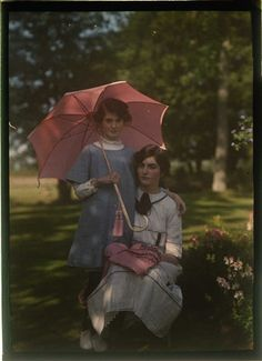 Photographer's daughters, Janet & Iris,1908. Image by Etheldreda Janet Laing.