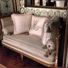 Daybed owned by Marie Antoinette. Metropolitan Museum of Art, NYC.