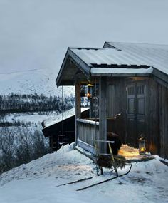I dream of cabin under mountain with fire Winter Cabin, Cozy Cabin, Log Cabin Living, Mountain Living, Old Abandoned Buildings, Cabin Porches, Cabin In The Woods, Tiny House Cabin, Cabin Interiors