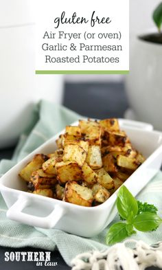 Air Fryer Garlic Parmesan and Herb Roasted Potatoes Recipe. Crispy seasoned potatoes don't get much more delicious than this! Full of flavour and so quick and easy to make, this recipe can be made in the air fryer or oven. Garlic Parmesan Roasted Potatoes, Roasted Potato Recipes, Chicken Parmesan Recipes, Seasoned Potatoes, Healthy Side Dishes, Vegetable Side Dishes, Healthy Potatoes, Plant Based Eating, Foods With Gluten