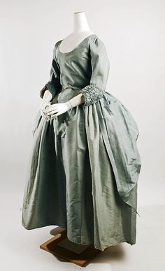 Robe à la Polonaise (front view)   England, circa 1780   Material: silk   The Metropolitan Museum of Art, New York