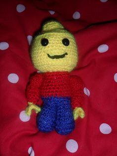 crochet amigurumi lego man Crochet Lego, Crochet Dolls, Crochet Baby, Free Crochet, Amigurumi Doll, Amigurumi Patterns, Knitting Patterns, Crochet Patterns, Puppet Toys