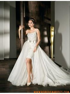 Robe de mariage courte brillante avec jupe amovible