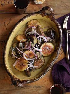 レバーのコクをイチジクの甘さがさらに引き立たせて。パンの上にのせ、ブルスケッタとしても楽しめ、赤ワインのお供にも。|『ELLE a table』はおしゃれで簡単なレシピが満載!