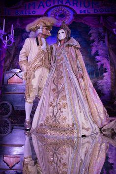 E le maschere… Antonia Sautter crea l'essenza del Carnevale, perché le sue maschere trascendono i confini italiani e temporali. Quelle non si affittano, le devi comprare e sarà tra le cose più belle che lascerai in eredità a tua figlia.