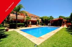 Price reduced from €3.499.000 to €2.500.000 - Top Location! Impressive Villa close to the Beach - #Marbella