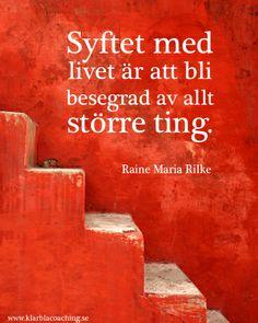 Syftet med livet är att bli besegrad av allt större ting. ~Rainer Maria Rilke. #citat #livet #visdom www.klarblacoaching.se
