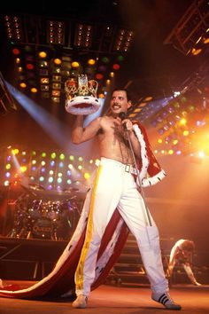 Yes, you should start dressing like Freddie Mercury - Queen forever - Queen Freddie Mercury, Queen Photos, Queen Pictures, Queen Images, Gq, Bryan May, Rolling Stones, Stevie Nicks, Freedie Mercury