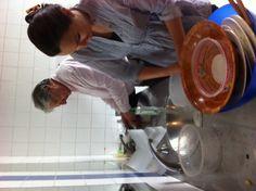 On fait aussi la vaisselle dans la joie et la bonne humeur