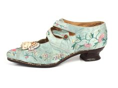 American embroidered shoes - c.1915 - Leather, silk - Shoe Icons