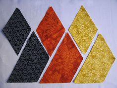 PATCHWORK ARTE EM TECIDOS: CUBO TRIDIMENSIONAL Patchwork Cushion, Patchwork Baby, Crazy Patchwork, Patchwork Patterns, Quilt Block Patterns, Pattern Blocks, Fabric Patterns, Flower Patterns, Quilt Blocks