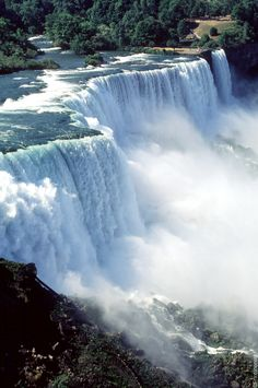 Les chutes du Niagara : (Niagara Falls, Ontario, Canada & New York,) Beautiful Waterfalls, Beautiful Landscapes, Canada Travel, Travel Usa, Places To Travel, Places To See, Travel Around The World, Around The Worlds, Nova Scotia