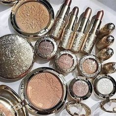 { mac makeup Christmas } x-DallasYou can find Mac makeup and more on our website.{ mac makeup Christmas } x-Dallas Mac Makeup Looks, Best Mac Makeup, Latest Makeup, Cute Makeup, Makeup Goals, Makeup Tips, Makeup Products, Make Up Designs, Makeup Package