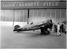 """Wedell-Williams Model 44 I (r/n NR-278V, race # 44), with pilot James """"Jimmy"""" Wedell at the controls, on the ground, chocks in place, outside Hangar 8 at Floyd Bennett Field, New York on November 10, 1933. 
