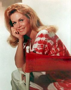 """As Samantha Stephens in the 1960s sitcom """"Bewitched,"""" Elizabeth Montgomery charmed TV audiences with her girl-next-door looks. (Photo: Getty Images)"""
